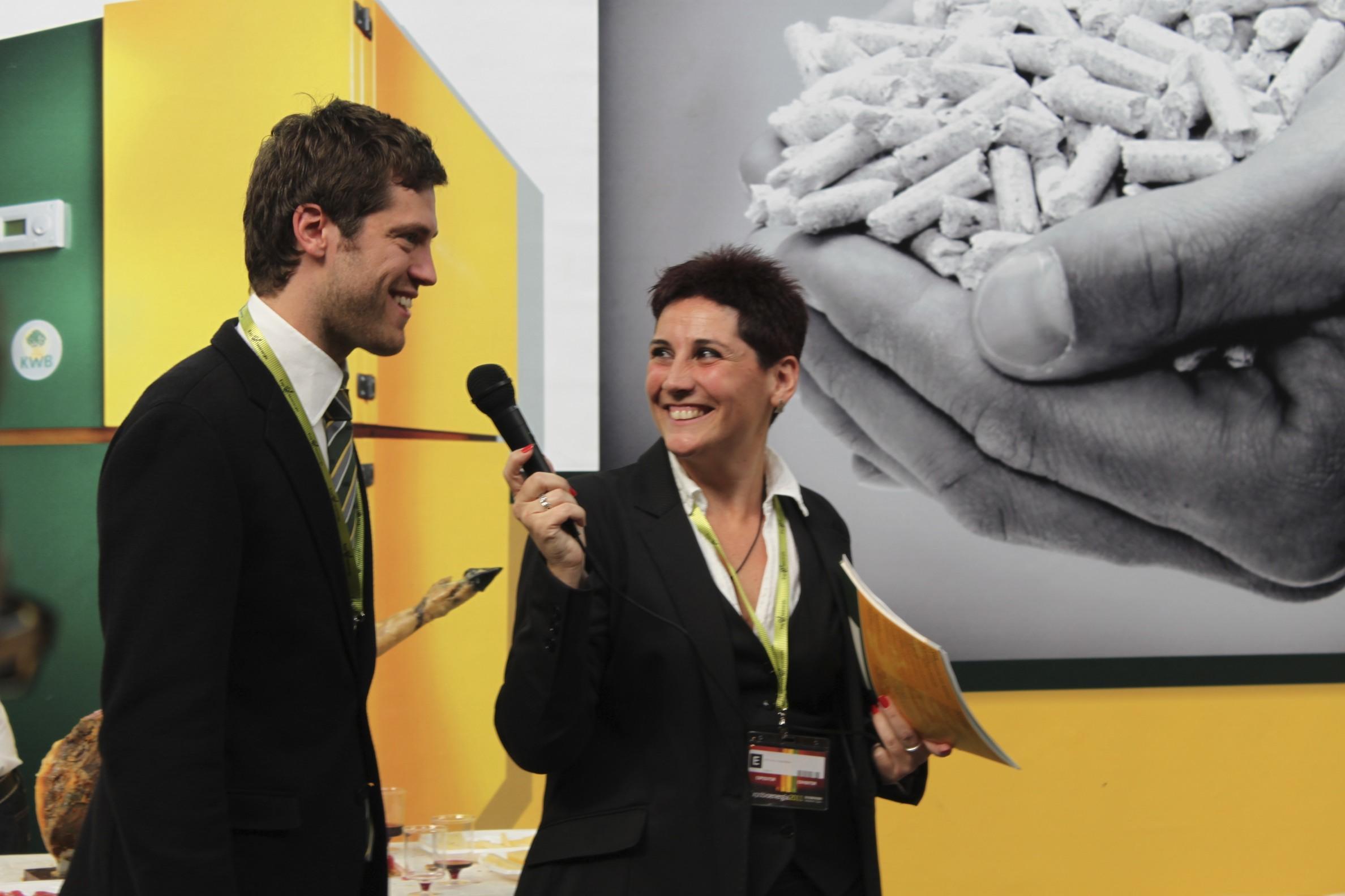 Presentación Montaje Caldera en stand de HCIB en ExpoBiomasa - Septiembre 2011 gabinete de prensa